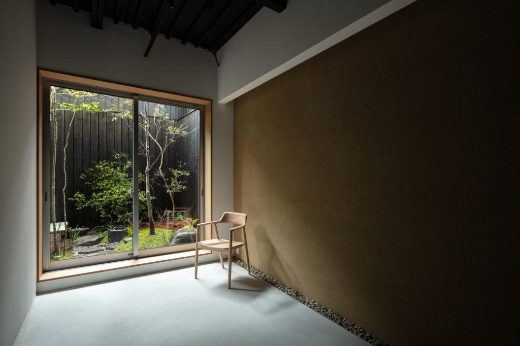 土壁と坪庭
